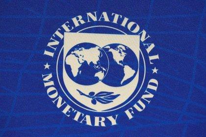 Foto de archivo. El logo del Fondo Monetario Internacional (FMI), se ve durante una conferencia de prensa en Santiago, Chile, 23 de julio, 2019. REUTERS/Rodrigo Garrido