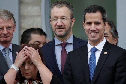 Maria Teresa Belandria junto a Juan Guaidó en Brasilia, el 28 de febrero de 2019 (REUTERS/Ueslei Marcelino)