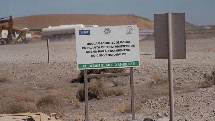 Quiroga asegura que a YPF le resulta difícil lidiar con las tomas de yacimientos por parte de los gremios y las ocupaciones ilegales de grupos mapuches