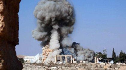 Los terroristas de ISIS destruyeron numerosos sitios arqueológicos en Palmira, en parte como acto de limpieza cultural y en parte para contrabandear objetos y financiar sus actividades. (AP)