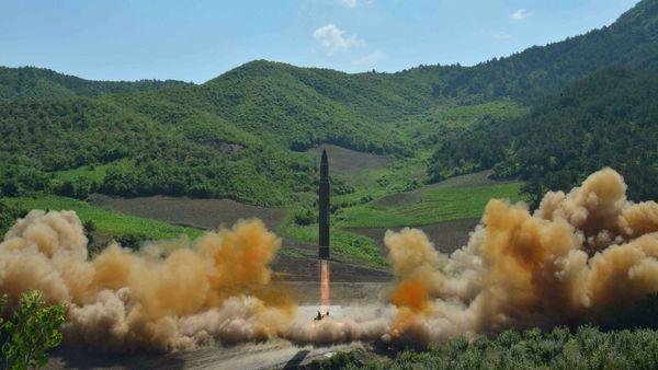 Bombarderos de EE.UU. maniobran cerca de Corea del Norte