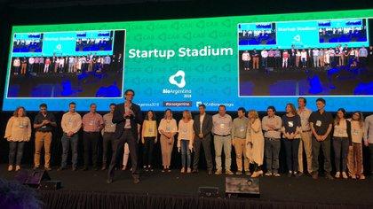 Mariano Mayer, Secretario de Emprendedores y Pymes de la Nación, les habla a los 11 líderes de los proyectos innovadores