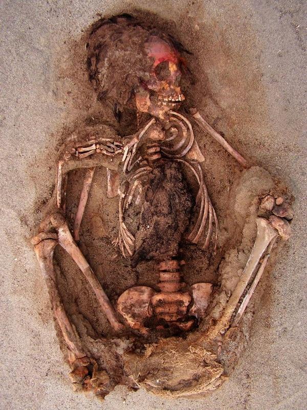 Hallan esqueletos de niños sacrificados en el Perú precolombino Child-sacrifice-10