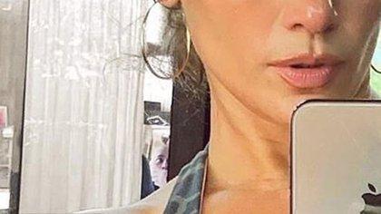 Al hacer el acercamiento de la imagen sí se percibe un hombre con la cabeza calva o afeitada (Foto: Instagram de Jennifer Lopez)