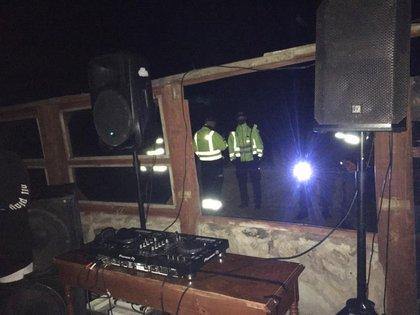 El lugar contaba con luces y equipos de sonido