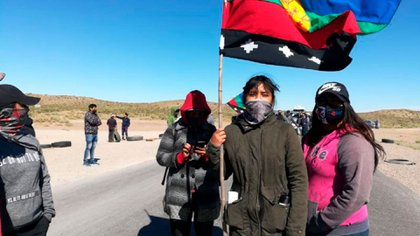 El grupo de mapuches corta la ruta 22 a la altura de Zapala