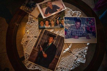 Fotos de Carmelo Bislick en la casa de su familia. (Adriana Loureiro Fernandez/The New York Times)