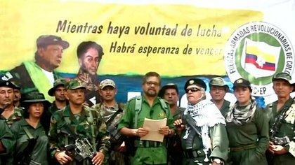 """La """"Segunda Marquetalia"""" es una organización reincidente comandada por antiguos comandantes de las extintas FARC como Iván Márquez, Jesús Santrich, El Paisa y Romaña, que tras firmar el acuerdo de Paz con el Gobierno y desmovilizarse decidieron en 2'19 retomar las armas y refundar, hasta ahora sin éxito, las antiguas FARC."""
