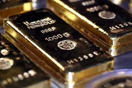 Barras de oro y monedas se apilan en la sala de cajas de seguridad de la casa de oro Pro Aurum en Munich, Alemania, 14 agosto 2019. REUTERS/Michael Dalder/FOTO DE ARCHIVO