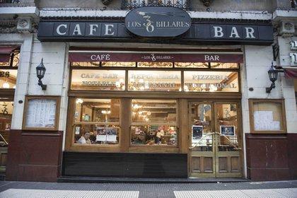 Los 36 Billares, el café bar notable que está ubicado en Avenida de Mayo, fue inaugurado en 1894 cuando recién se abría esa avenida. Hoy es todo un ícono del barrio de Montserrat