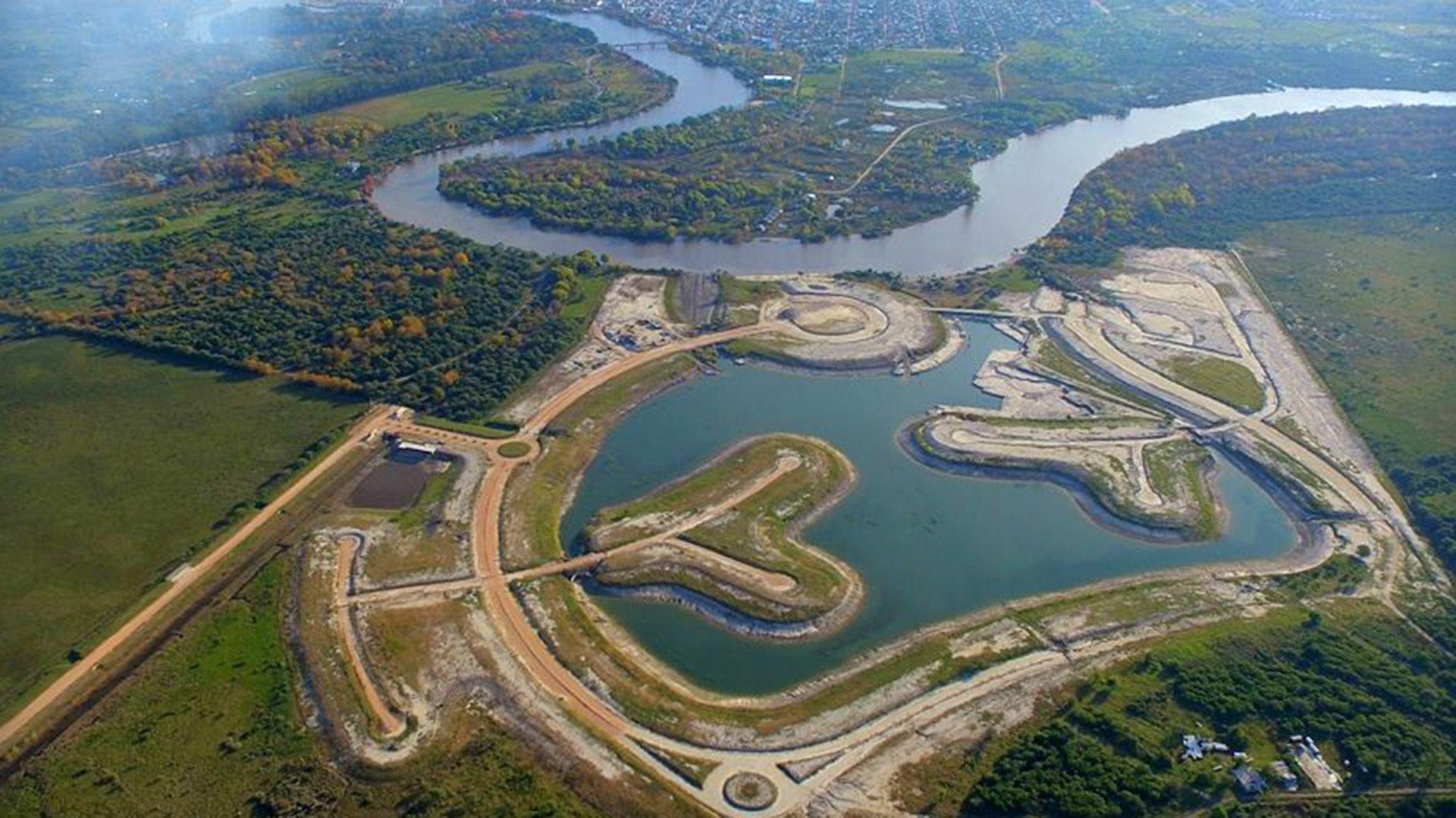 Vista aérea del proyecto inmobiliario cuestionado (@Amarrasdelgualeguaychu)