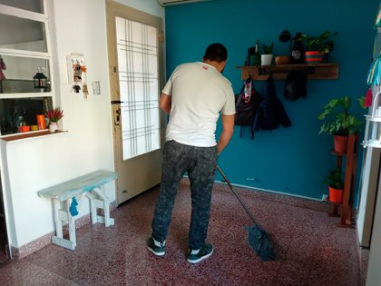 Casi 8 de cada 10 mujeres realizan tareas domésticas en el hogar. El doble que los varones.