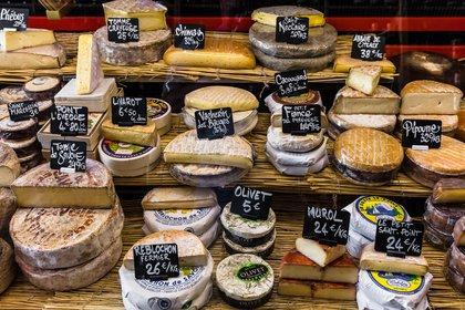 El queso es uno de los productos franceses por excelencia y, para muchos, junto al vino, el pan y el foie, el que mejor representa al país (Getty Images)