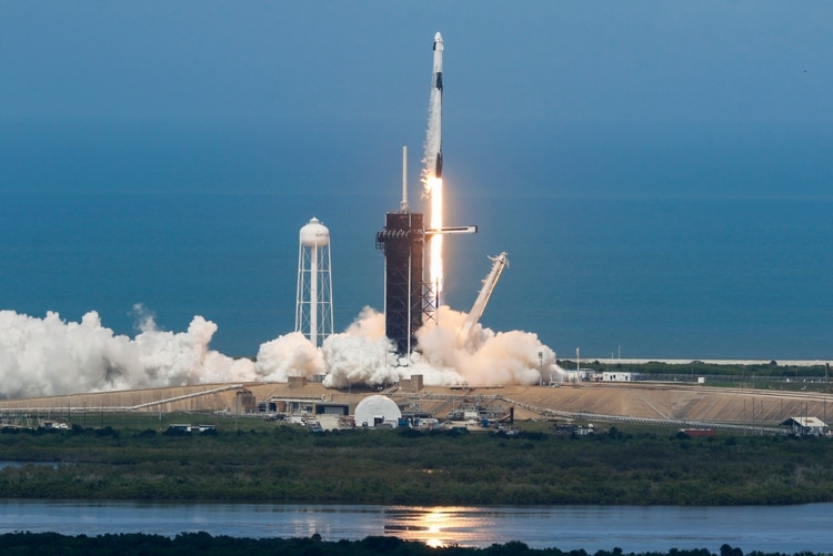 Con una cápsula y cohete nuevo de SpaceX, la NASA y Estados Unidos ...