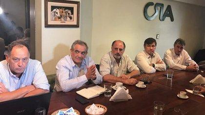 Los dirigentes de las cuatro entidades que conforman la mesa de enlace se reunirán con el ministro de Agricultura, Luis Basterra, el jueves