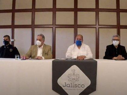 Enrique Alfaro, junto con el fiscal de Jalisco, informaron de tres detenciones relacionadas con la muerte de Giovanni López (Foto: Captura de pantalla)