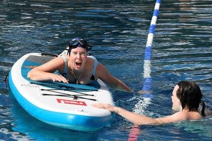El clima acompañó en la reapertura de piscinas (REUTERS/Toby Melville)