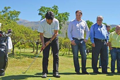 El último fin de semana el presidente estuvo jugando golf en un club de Tarija (gentileza: David Maygua)
