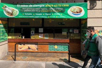 El Gobierno de Ciudad de México ha cedido a la presión del gremio de los restaurantes, que podrá reabrir este próximo lunes tras un mes de cierre y pese al nuevo pico de la pandemia, según reveló la industria este jueves. (Foto: EFE)
