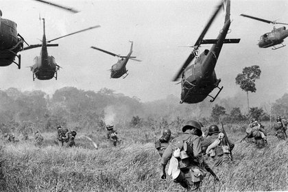 La serie repasa todos los aspectos de la Guerra de Vietnam, a través de historias personales y cuestiones históricas