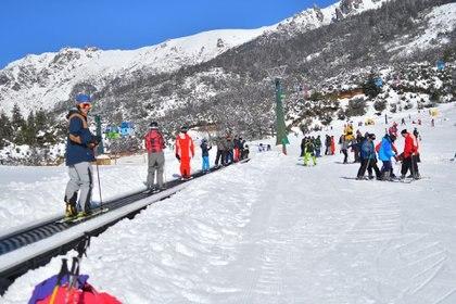 """El cerro catedral cuenta actividades como """"Mágic Donas"""", pistas de trineos, caminatas con raquetas, entre otras (Foto: Julian Donatelli)"""