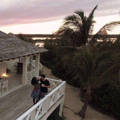 Serena y Ohanian en el deck de su exclusivo alojamiento en Bahamas.