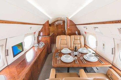 La aeronave está vinculada con el servicio de transporte en territorio estadounidense y fuera de él. Cuenta con internet inalámbrico, teléfono satelital, espacios de cama para dormir  (Foto: aviapages.com)