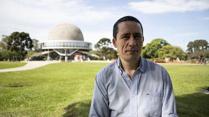 """""""La ley de protección de datos personales regula la captura de datos personales a través de vehículos aéreos no tripulados. En el espacio no existe eso: ahí la ley argentina no corre"""", afirma el experto (Lihue Althabe)"""