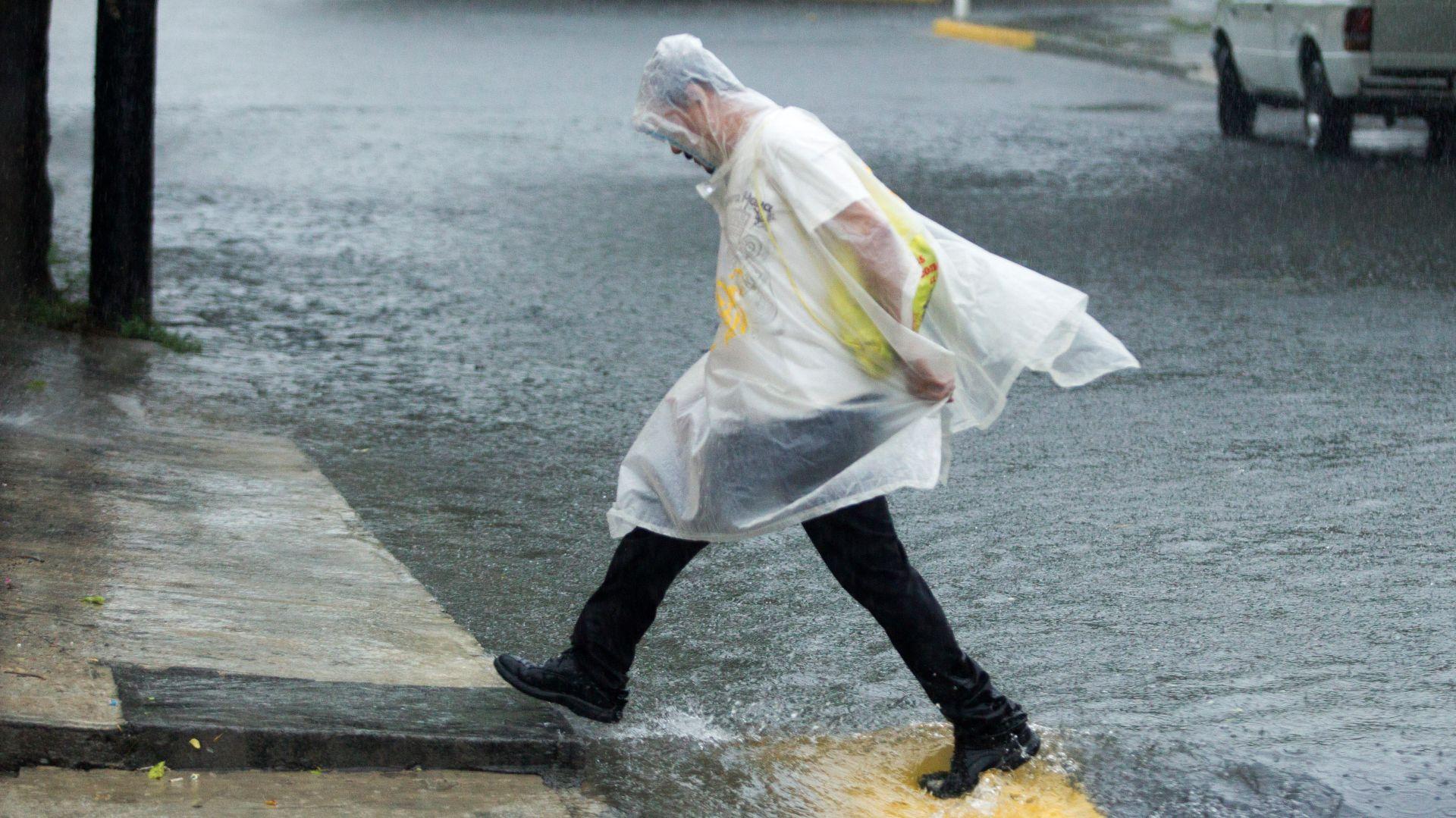 Las calles de la capital neoleonesa están inundadas (Foto: Cuartoscuro)