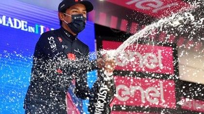 Con palabras de agradecimiento, Egan Bernal y el Ineos celebraron el liderato del Giro de Italia