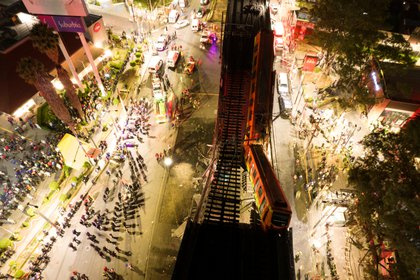 Una vista general de los daños causados por el accidente de metro en la Ciudad de México, México, 4 de mayo de 2021. Fotografía tomada con un dron. INSTAGRAM @ CSDRONES / vía REUTERS