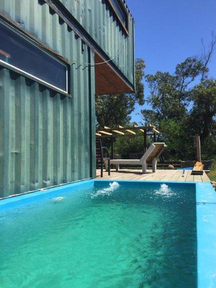 """Casa """"4Flamencos"""": 120 m2, diseño voladores para generar dos ambientes, electricidad tradicional y paneles solares.Año 2012"""