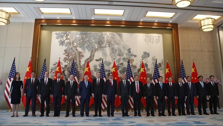 Miembros de la delegación de Estados Unidos y China,en una ronda de negociaciones en Beijing (AP/Archivo)