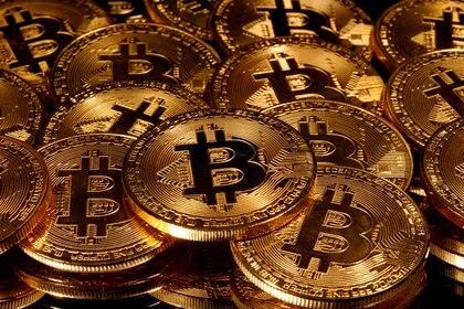 A diferencia de Bitcoin, las monedas estables mantienen siempre un valor de referencia: por ejemplo, el del dólar, aunque en pesos su precio sí varía: tanto como la cotización de la divisa en el mercado local (Reuters)