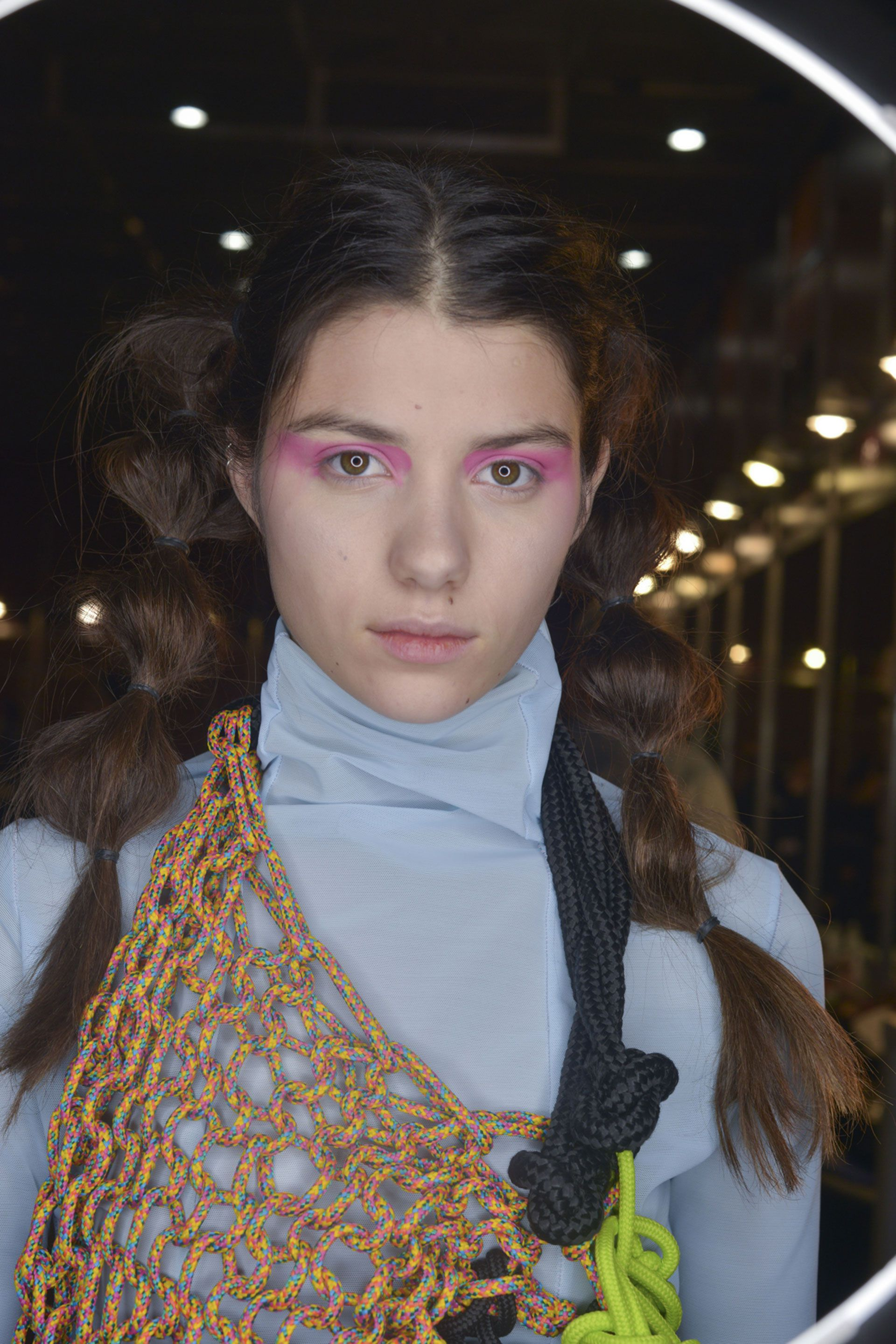 Sombras fucsias, así fue el makeup de Vanesa Krongold en BAFWEEK (Karina Mendoza)