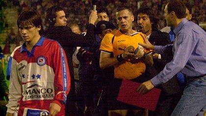 Madorrán expulsó a Herrón y el Checho Batista explotó de furia. Fue por la ida de la Promoción 2001 entre Instituto de Córdoba y Argentinos Juniors (Foto Baires)