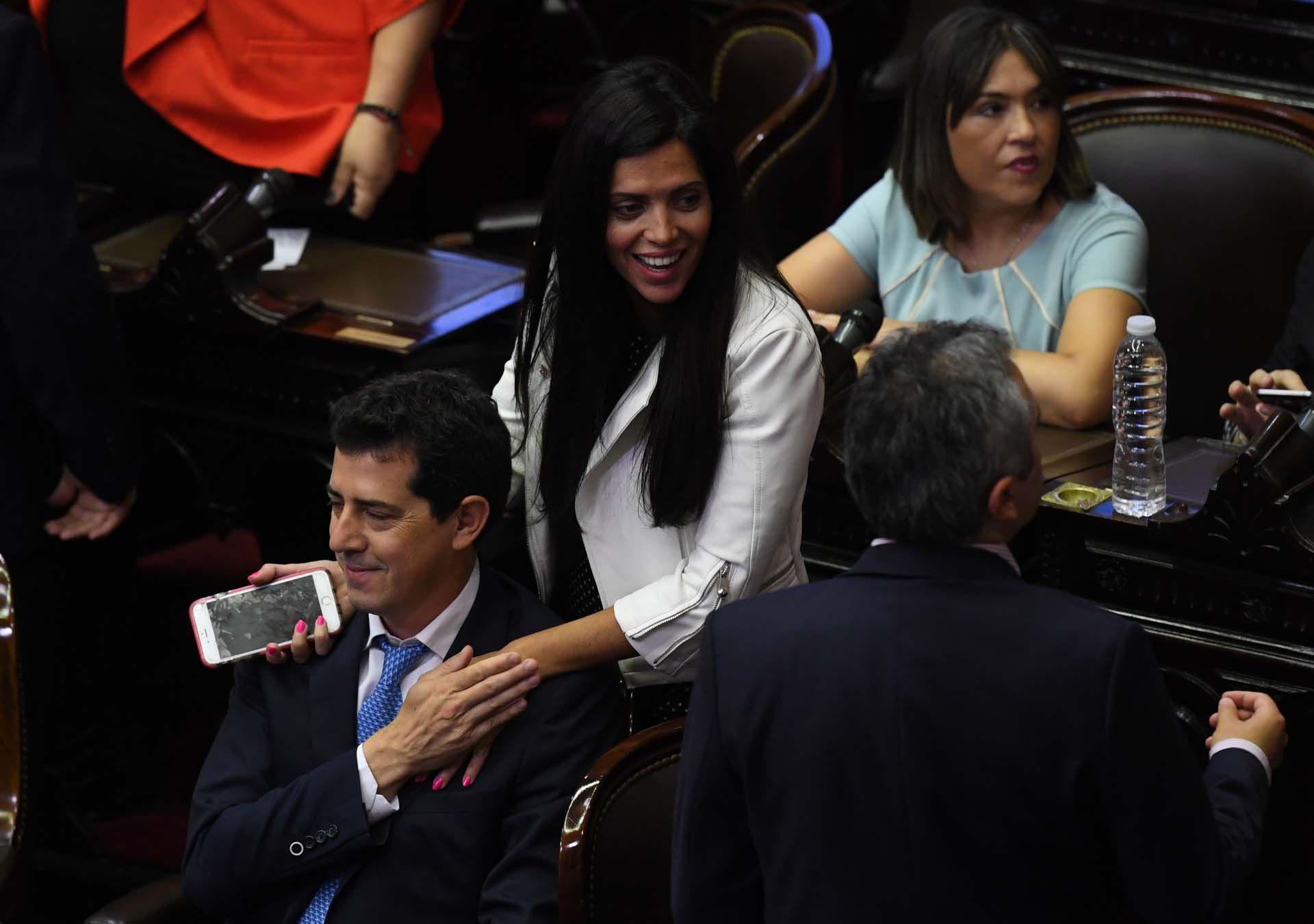 "Luana Volnovich, ""Wado"" de Pedro"