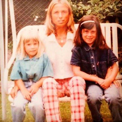 Sofía junto a su madre, Graciela Papini y una de sus hermanas