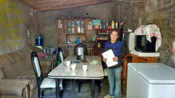 Margarita, in the living room where she learned to read and write for a year thanks to a radio