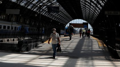 A commuter walks along a platform at Retiro train station, during the spread of the coronavirus disease (COVID-19), in Buenos Aires, Argentina October 9, 2020. REUTERS/Agustin Marcarian