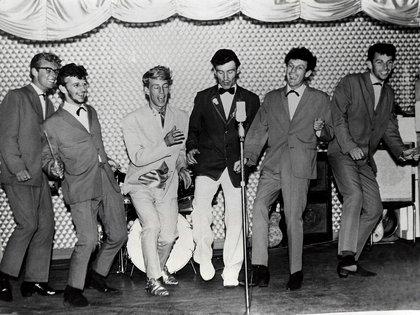 Ringo Starr, segundo desde la izquierda con Rory Storm y los huracanes en el Butlins Holiday Camp, Skegness, Inglaterra, 1960