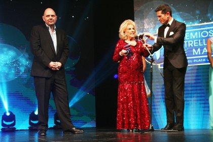 La diva subió al escenario de los Estrella de Mar 2017 para recibir el premio Platino