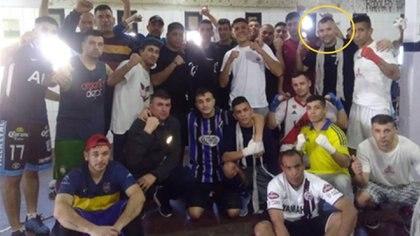 Brian Calla en el penal de Florencio Varela, con los internos que participaron de sus clases de boxeo (Servicio Penitenciario Bonaerense)