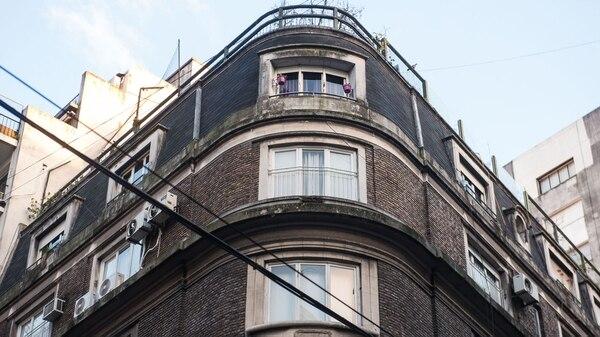El edificio de Juncal y Uruguay (foto Guillermo Llamos)