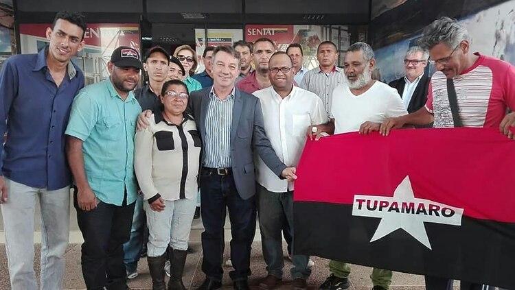 La fotografía de la polémica: Antonio Denarium junto a representantes de movimientos afines al régimen de Nicolás Maduro