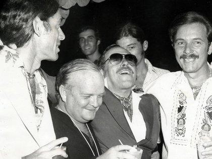 Tennessee Williams u Truman Capote en el medio, junto a los también escritores Tom McGuane y James Kirkwood en los 70's (Key West Art and Historical Society)