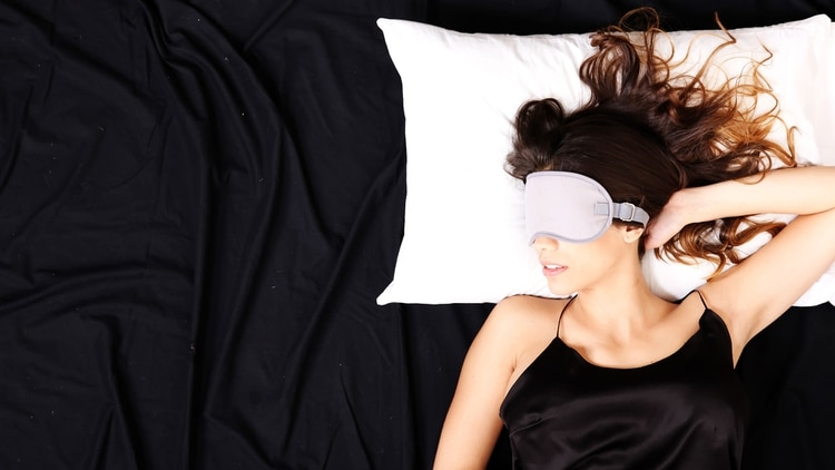 Cuando una mujer presenta apnea del sueño, es más probable que ocurra después de la menopausia (Shutterstock)