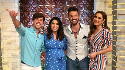 Del Solar fue recibido con los brazos abiertos por Laura G, Cynthia Rodríguez y Roger González (Instagram: todounshowmx)