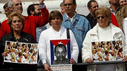Personas protestan por Orlando Zapata Tamayo