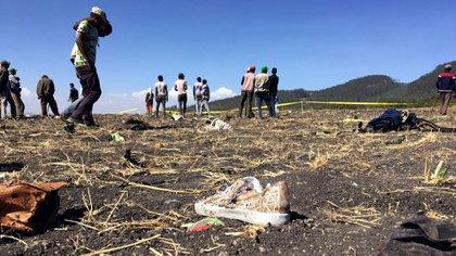 Una imagen de la zona cerca del pueblo de Bishoftu onde cayó el vuelo de Ethiopian Airlines (Reuters)